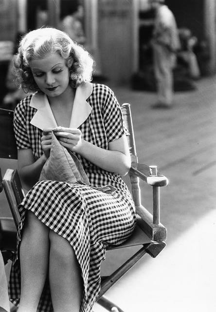 One of my all time favourite actresses, Jean Harlow, knits on set.