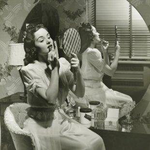 vintage-woman-makeup